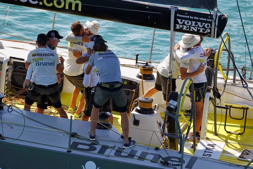 Team Brunel remporte la 2e étape de la Volvo Ocean Race.