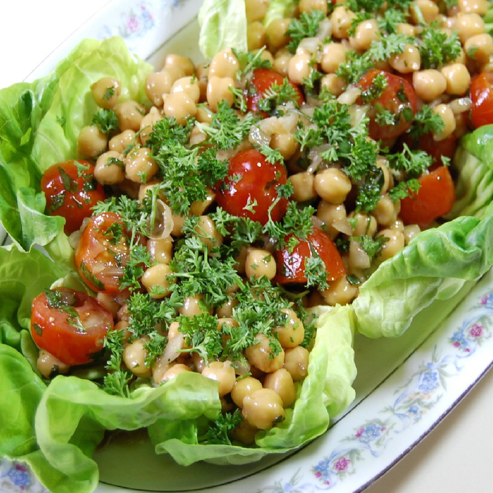 recipes magazine: Chickpea and Tomato Salad