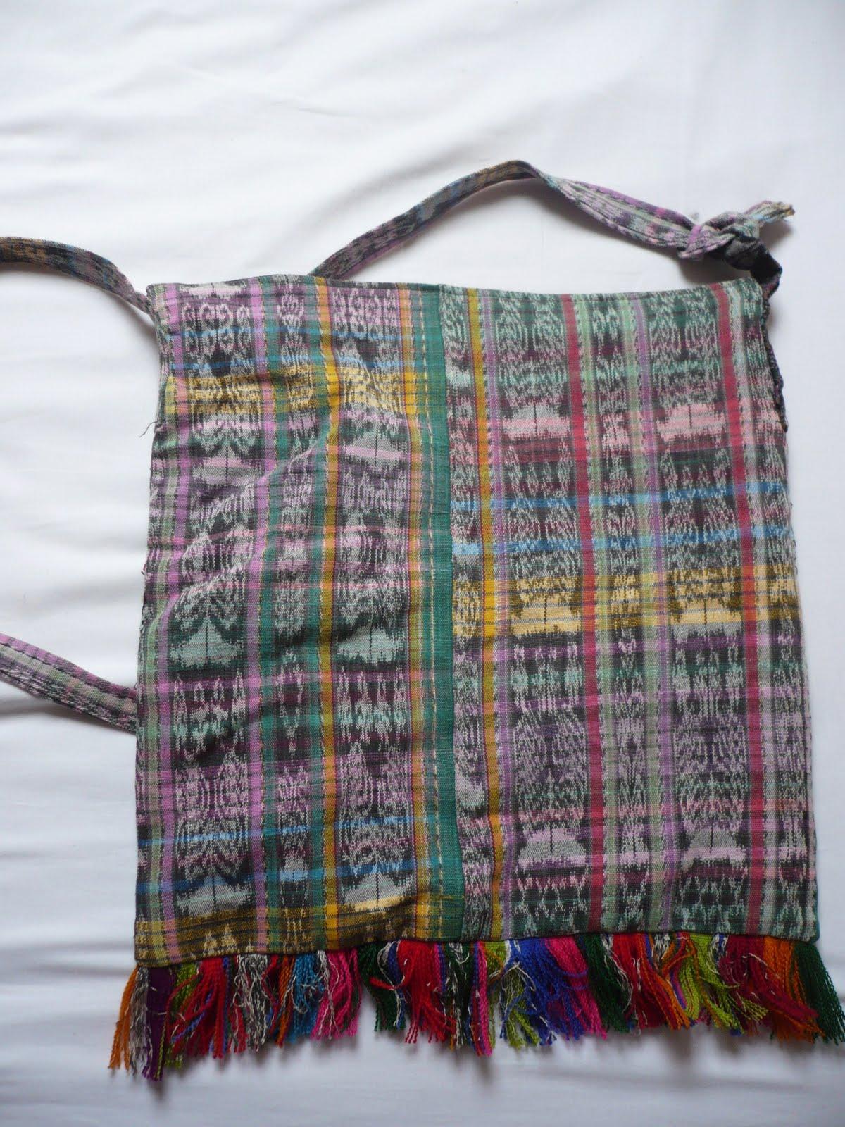 le vide dressing de mademoiselle cube le sac artisanal mexicain fabriqu la main. Black Bedroom Furniture Sets. Home Design Ideas