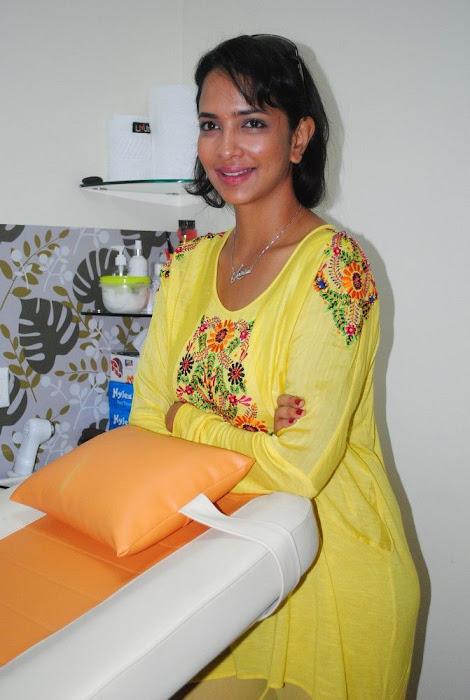 Lakshmi Prasanna @ Livlife Hospitals Function Photo Set - N/W  Lakshmi-Prasanna-at-Livlife-Hospitals_028