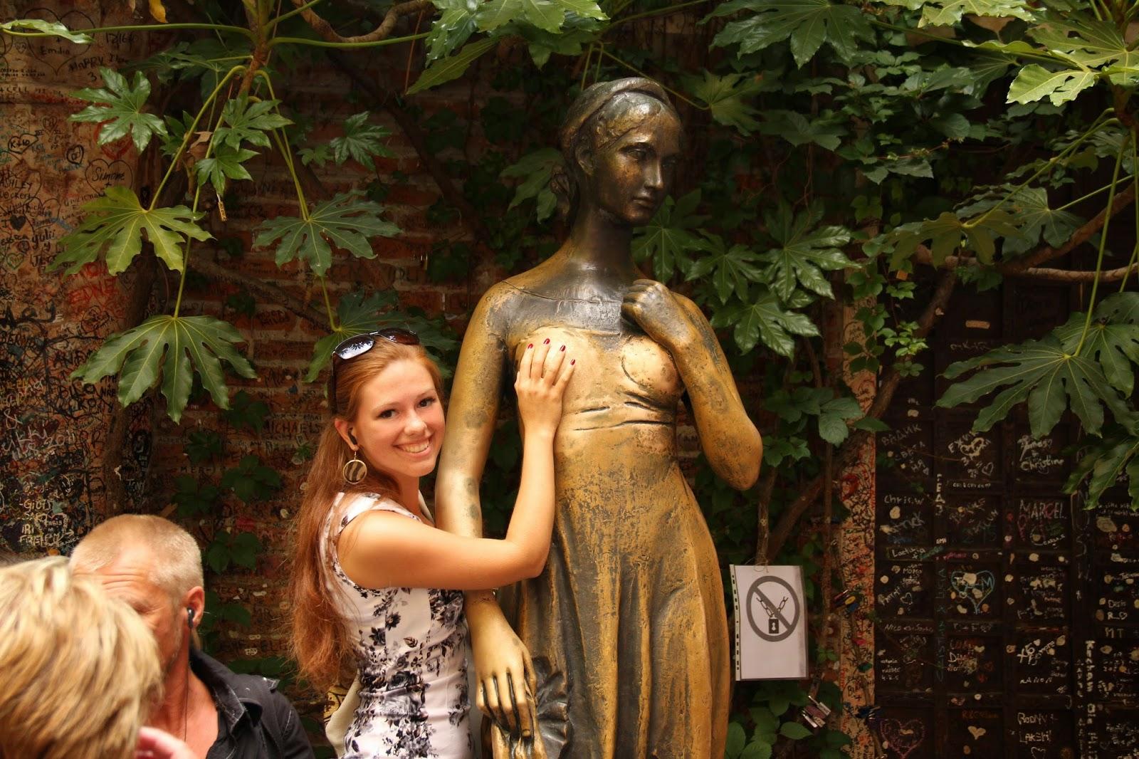 загадать желание у статуи ДЖульеты в Вероне