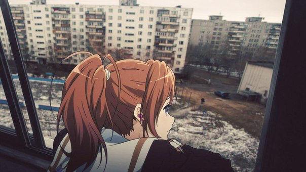 Dziewczyna z anime spogląda przez prawdziwe okno