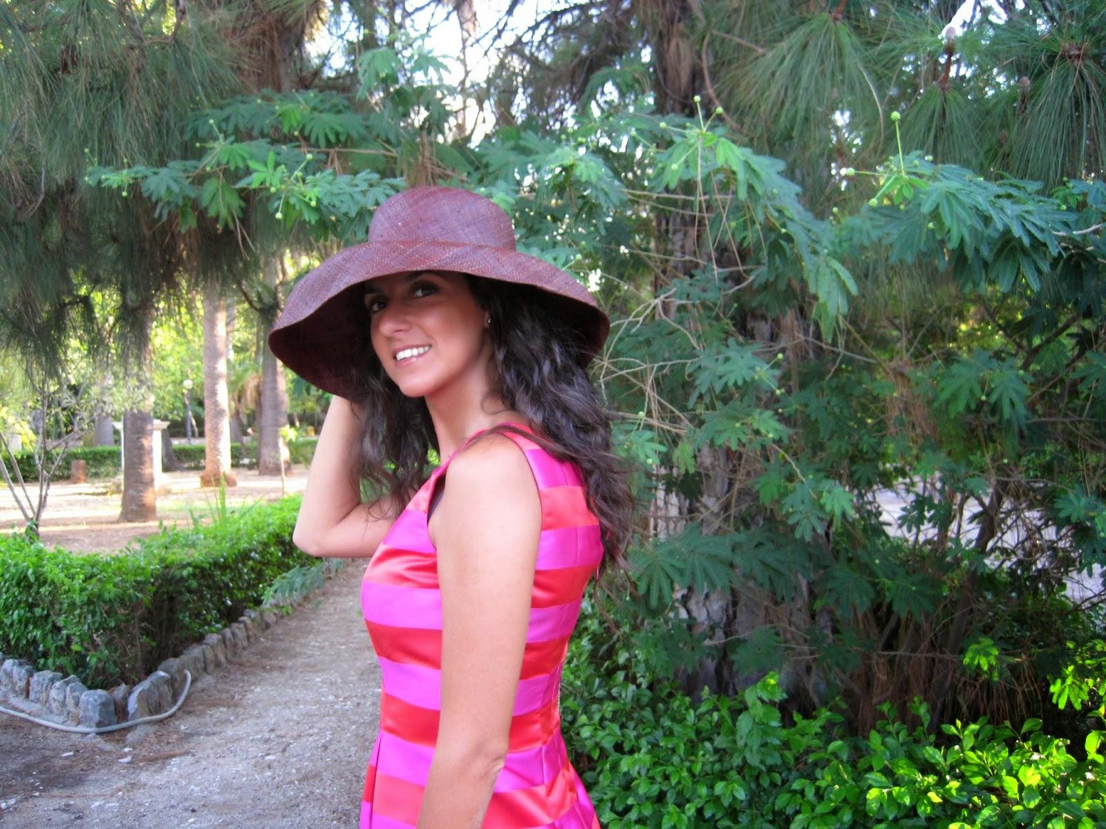 la-sciarpa-viola-cappello-anni-50-tubino-moda-Audrey-Hepburn