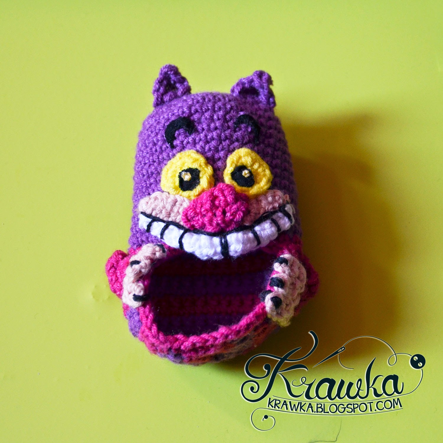 cheshire cat from alice in wonderland baby booties crochet with free pattern
