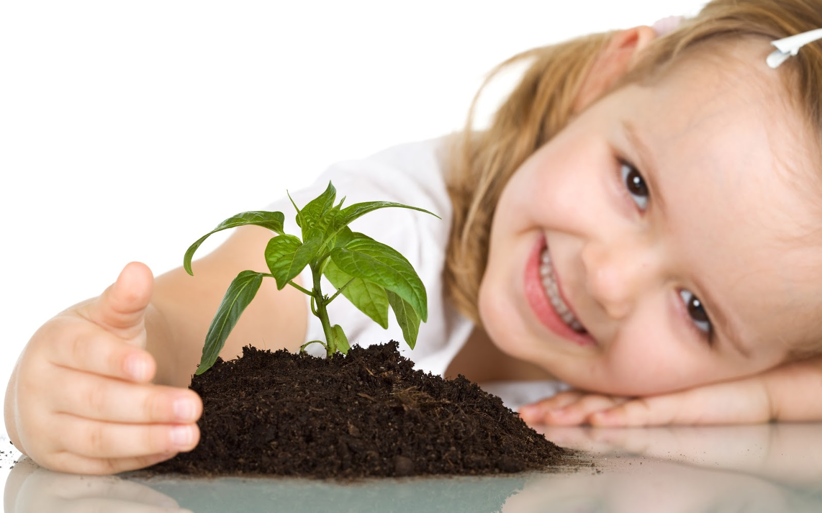 http://3.bp.blogspot.com/-mHPCJQCKu7Q/UJvRC_R7nWI/AAAAAAAAADk/V9Gnwfe9Gbg/s1600/cute-baby-girl-plant-wallpaper.jpg