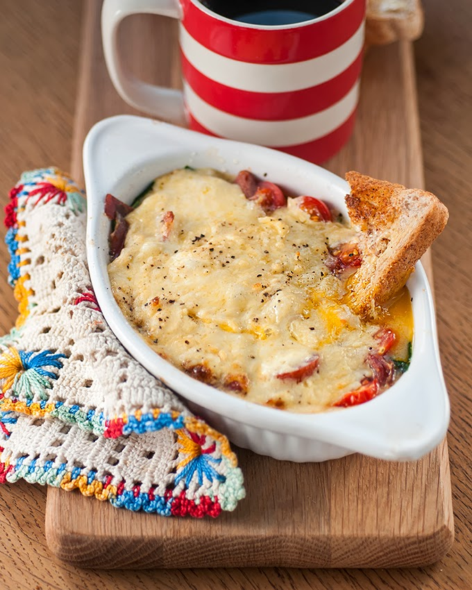 Baked eggs with spinach, Gruyère and tomatoes   supergolden bakes