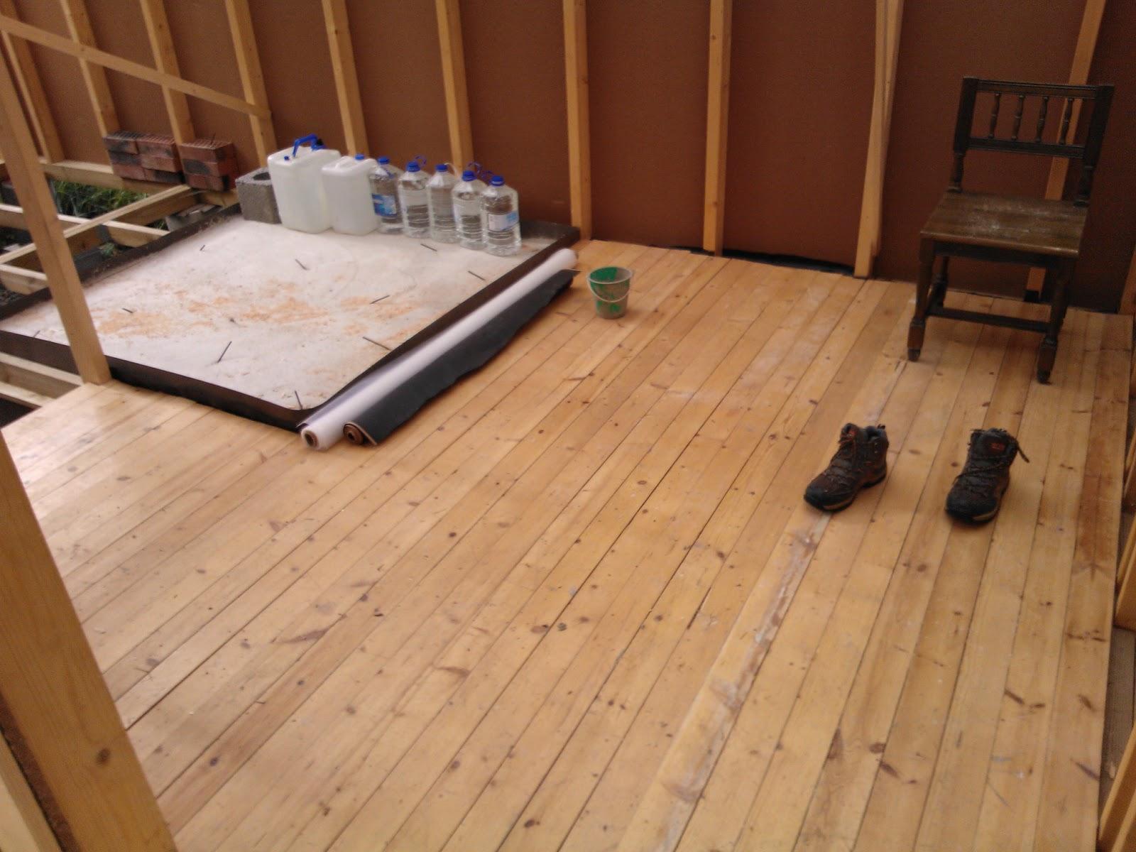 Projektina mökki Vanhan lattian uusi elämä