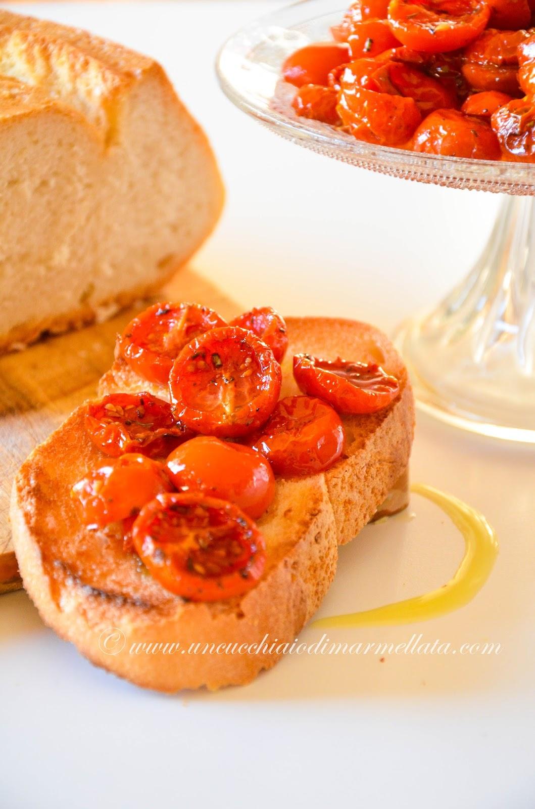 bruschetta con pomodori confit ai profumi provenzali
