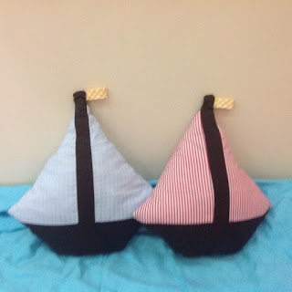 http://keepingitrreal.blogspot.com.es/2015/06/sailboat-pillow-tutorial-pattern.html