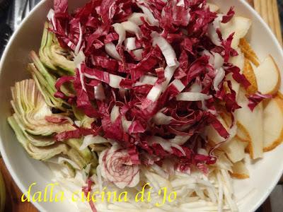 insalata mista di carciofi, radicchio, pere e finocchi