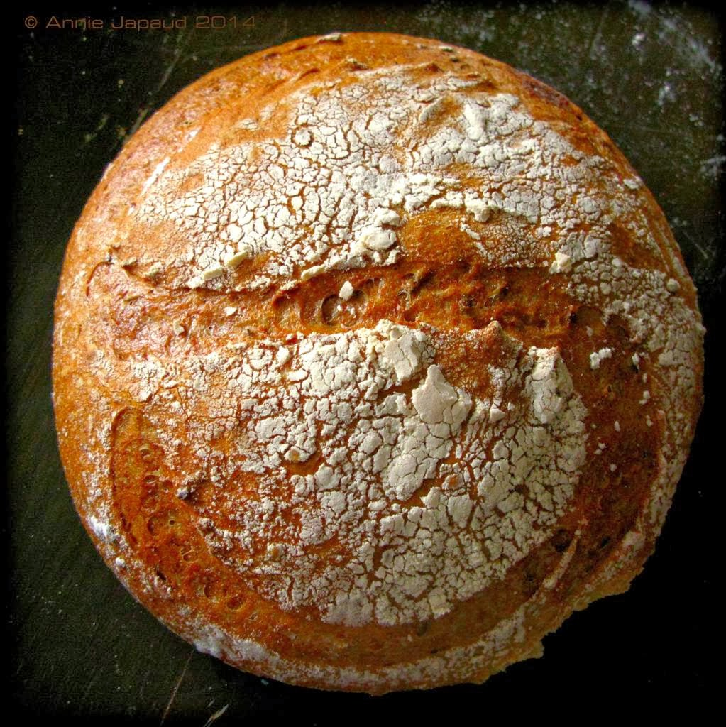 a picture of a round loaf with the letter s etched into it
