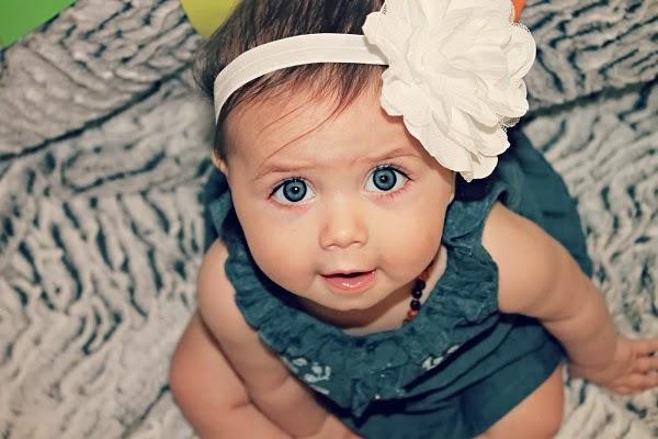 Photo bébé avec yeux bleus 6 mois