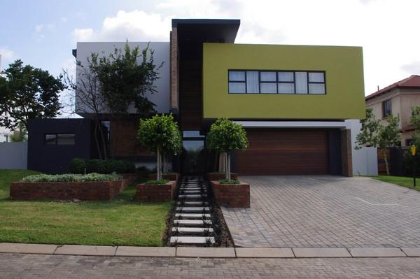 Dise o moderno de casa con dormitorio minimalista por for Colores de casas exteriores modernos