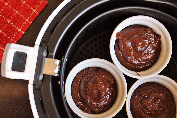 Make these Air Baked Chocolate Molten Cakes in just 20 minutes with 5 ingredients, and an Avalon Bay Air Fryer 100W. #sponsored