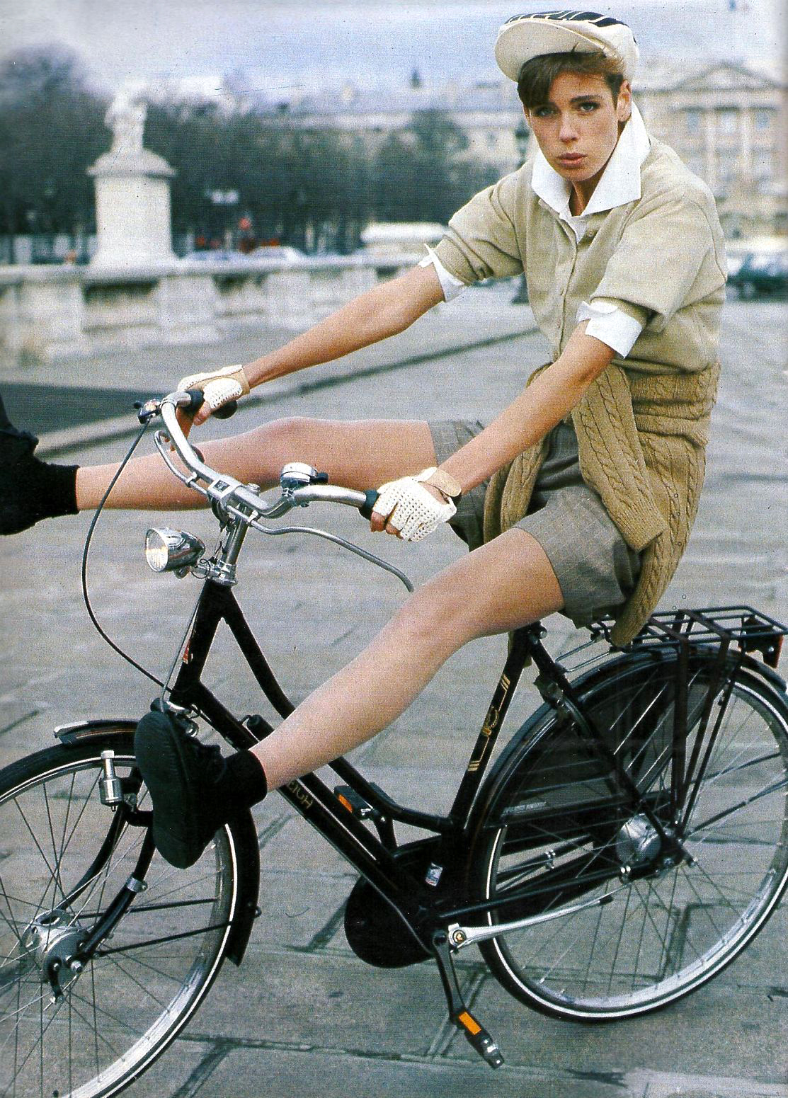 Jeny Howarth photographed by Pamela Hanson for Elle France February 1988 / bicycles in Vogue, Harper's Bazaar, Marie Claire, Elle fashion editorials and campaigns / via fashioned by love british fashion blog