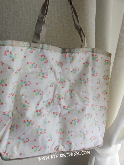 Le Sportsac Spring Summer 2011 Mook tote bag strawberry print