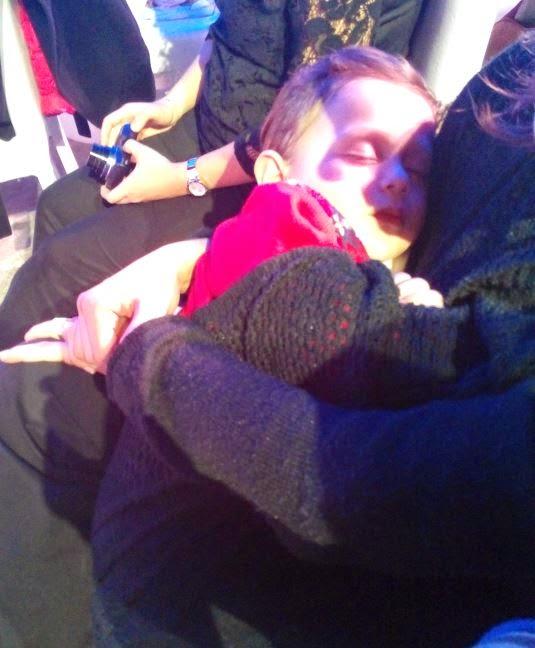 Konserde uyuyan bebek