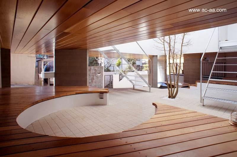 Arquitectura de casas casa urbana elevada minimalista en for Casa minimalista japon