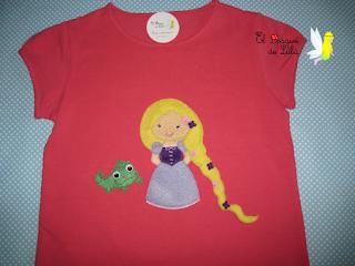 camiseta-Rapunzel-fieltro-princesas-hecho-a-mano-regalo-personalizado