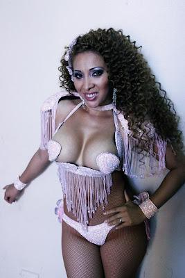 Elvira Palomino Elvira Palomino, la diosa de ebano de las vedettes Peruanas.