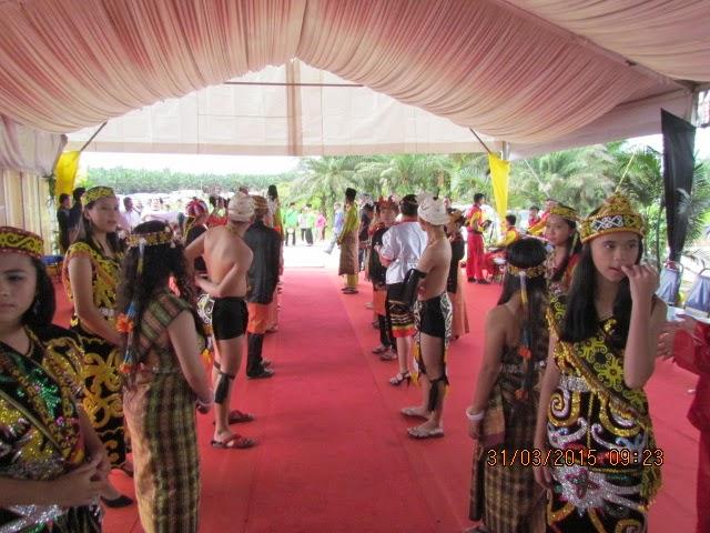 GAMBAR Sekitar Menunggu Majlis Pelancaran Pembinaan Lebuhraya Pan Borneo Sarawak 31 Mac 2015 oleh YAB Datuk Patinggi Mohd Najib Razak