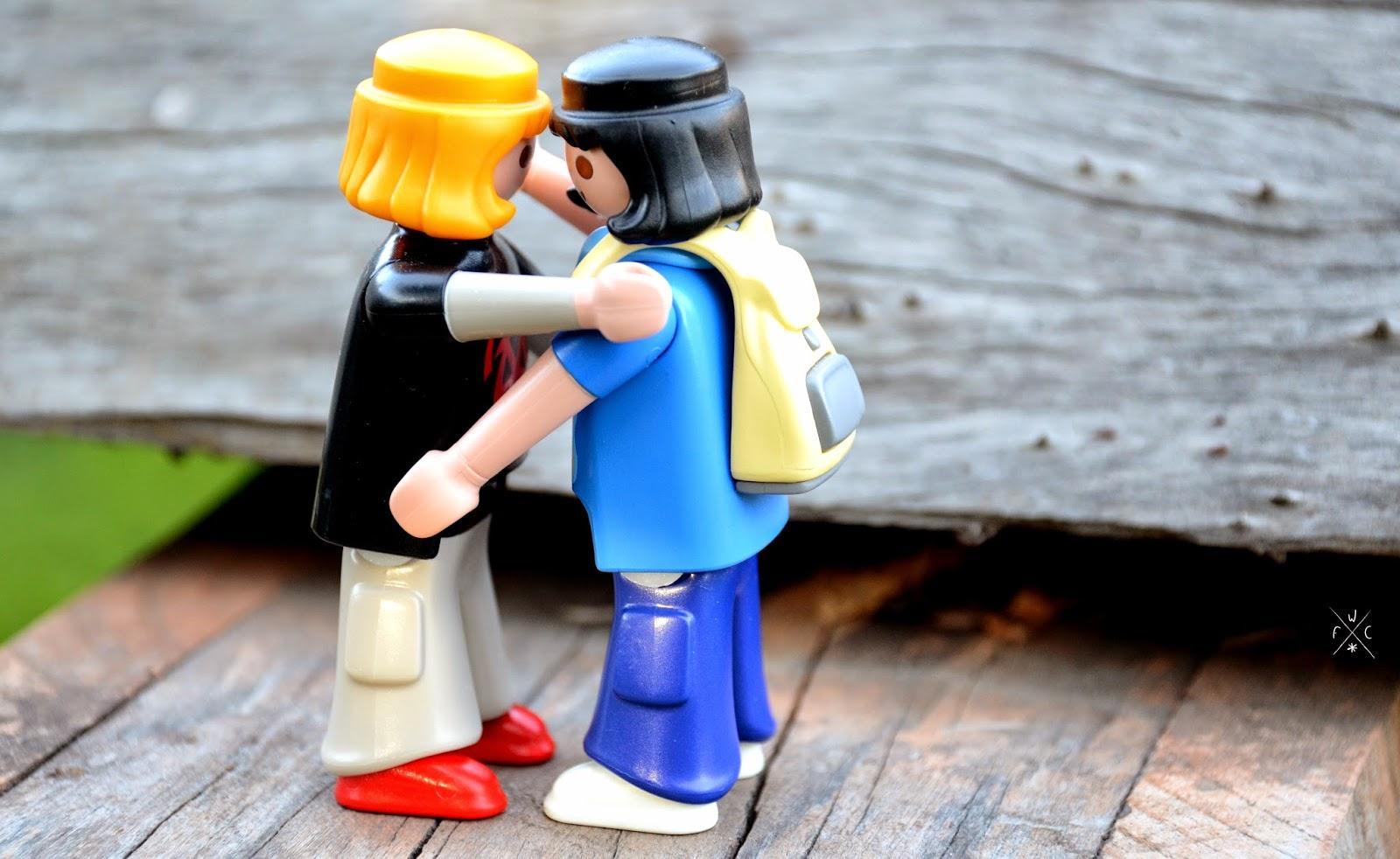 Savoir vivre à l'américaine : le hug versus la bise