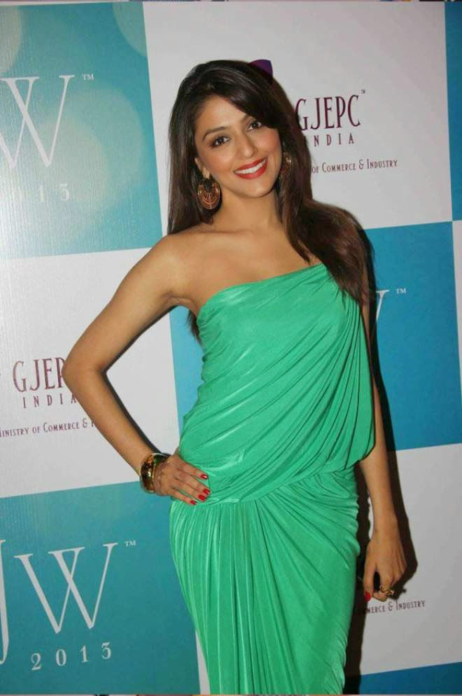 aarti chabria latest green dress photos