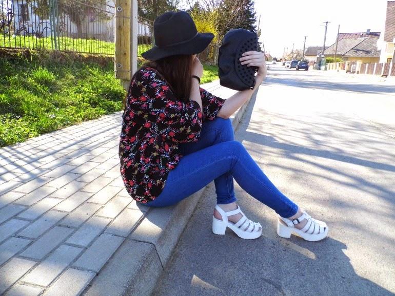 Chunky sandals & kimono