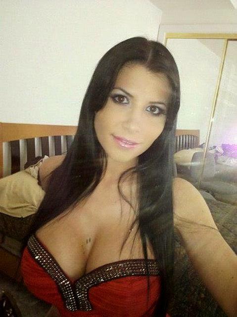 Rebeca Linares: La actriz porno española más famosa y compañera fiel de Nacho Vidal. Chicas guapas 1x2.