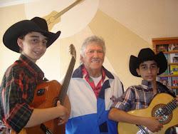 Luis Gustavo e Luis Augusto com Tinoco do Brasil