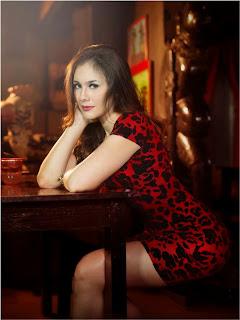 Foto Cantik Wulan Guritno dengan Gaun Merah | wowseleb.blogspot.com