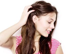 toccarsi i capelli