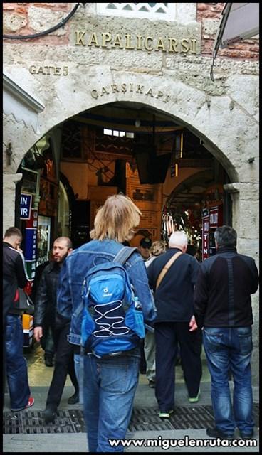 Gran-Bazar-de-Estambul-entrada