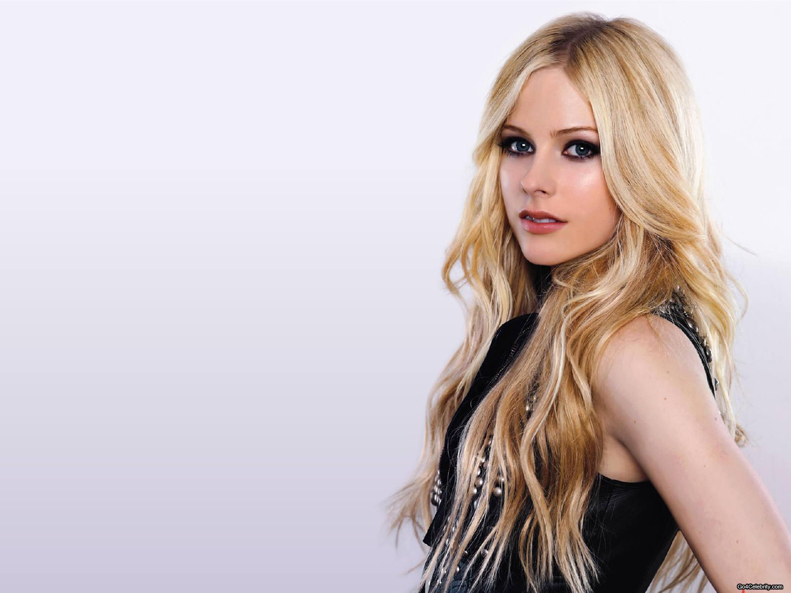 Hollywood Model Avril Lavigne Latest Hq Wallpaper Style Picture