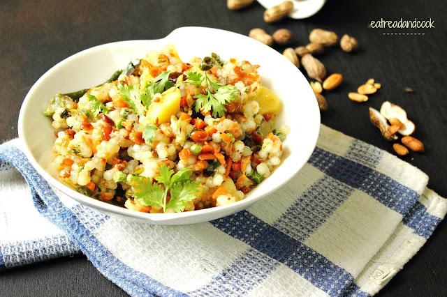 how to cook Sabudana Khihdi