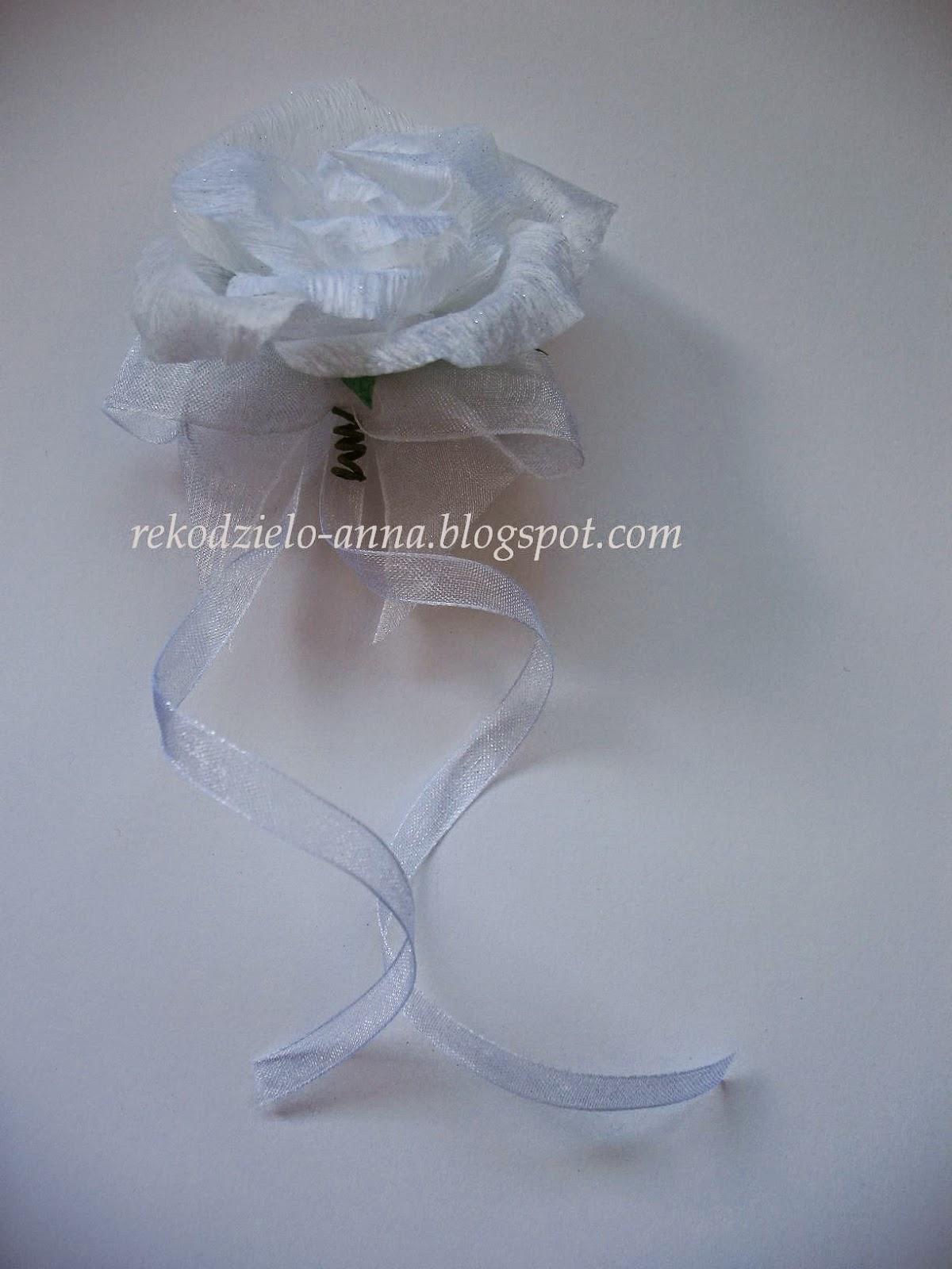 Kotylion na rękę – róża niewywijana