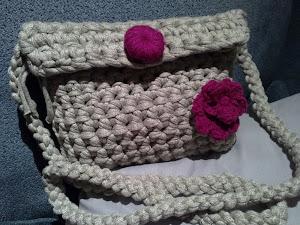bolso trapillo con flor ganchillo