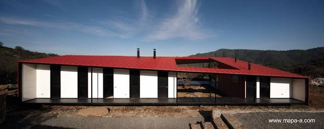 Casa de diseño contemporáneo tributo al estilo Colonial en Chile