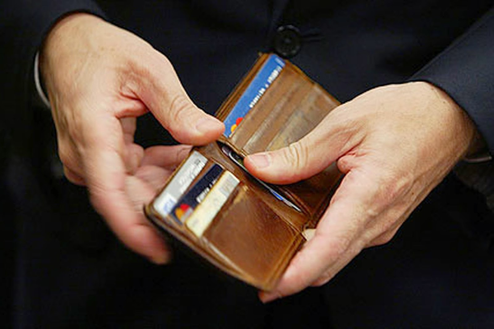 See Your Spouse's Personality From His Wallet