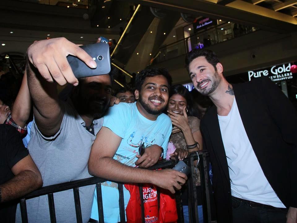 Sunny Leone promotes their upcoming movie Ek Paheli Leela at Thane Mall