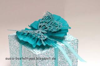 Stampin' Up! Schmetterling in Bermudablau mit Glitzerpulver als Zierelement und Baumwollpapier