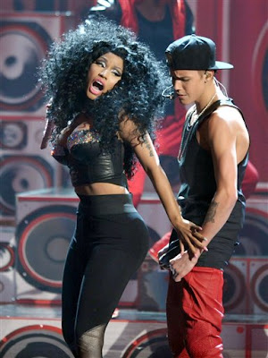Justin Bieber and Nicki Minaj at the AMA 2012