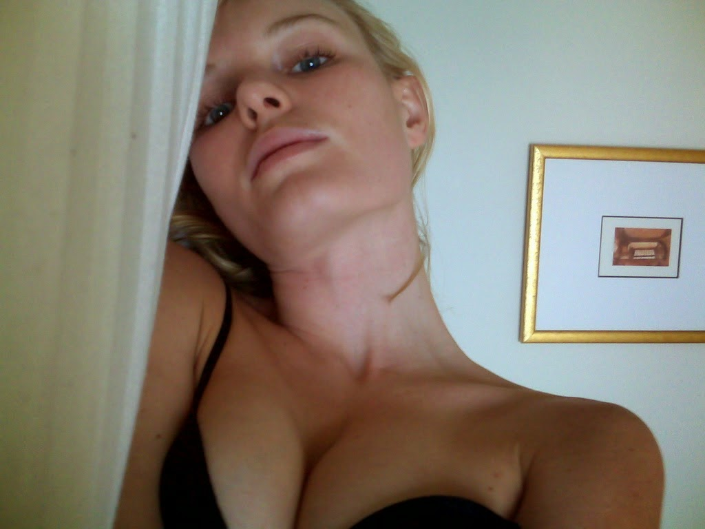 """Actresses nude selfi Catherine Ann """"Kate"""" Bosworth (born January 2, 1983 in Los Angeles, California, U.S.A.) is an American actress, model and singer."""
