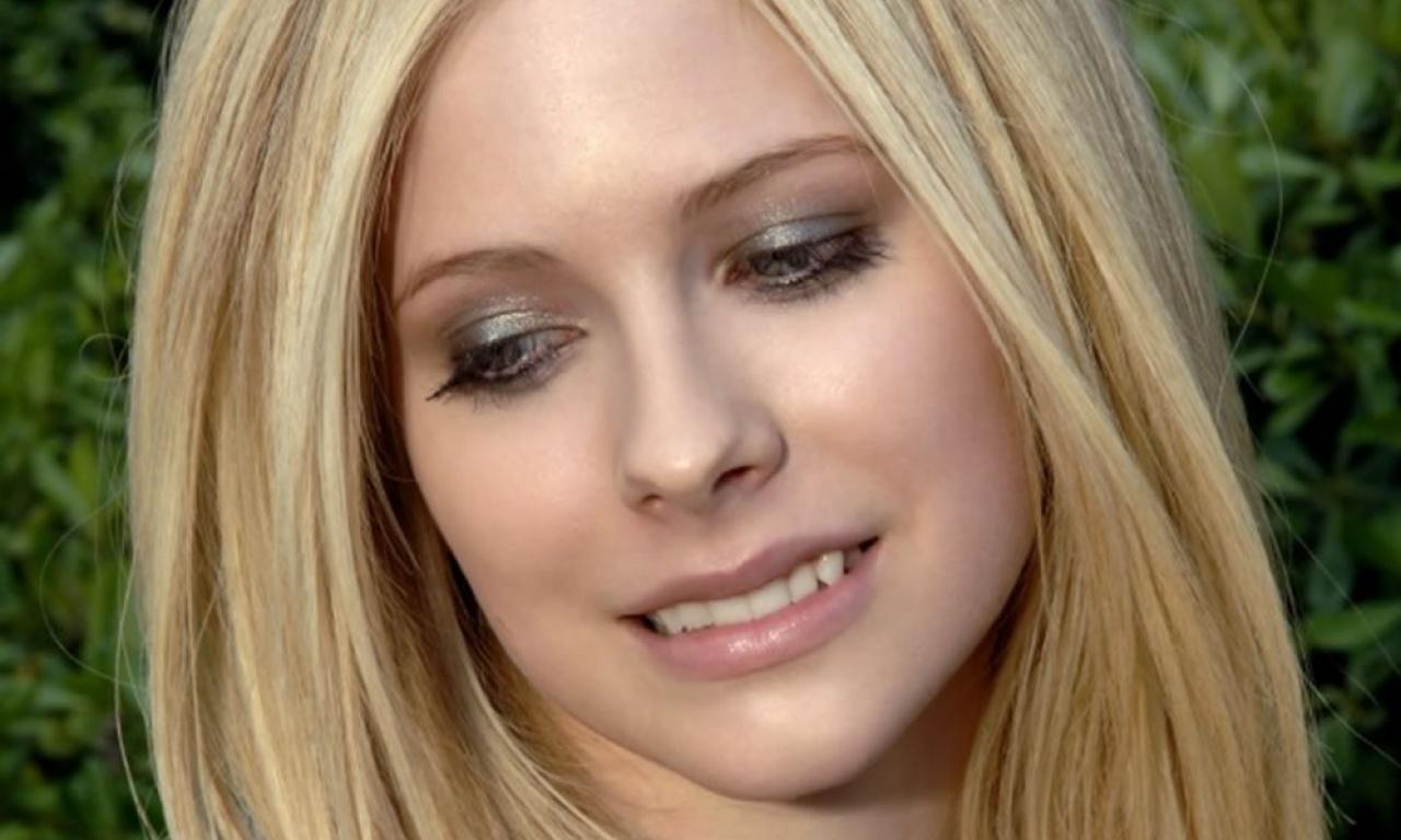 http://3.bp.blogspot.com/-mMI7__dd9Zw/TfeGXRgOL_I/AAAAAAAAAvE/9vnH6k9cTsA/s1600/Avril+Lavigne+100+Most+Beautiful+Hd+Wallpapers_todaysbollywood.com+%25285%2529.jpg