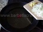 Mancare de ardei copti preparare reteta - calim ceapa si usturoiul