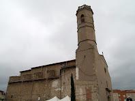 La façana de ponent amb el campanar de planta quadrangular
