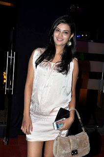 Chitrangda Singh at Tarun Tahiliani's show at Aamby Valley India Bridal Fashion Week 2012