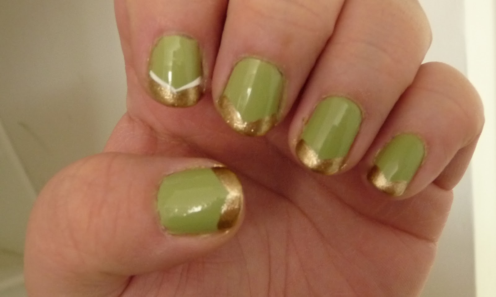 Glitter Water: DIY Nail Art: Gold & Green St. Patty\'s Day Nails