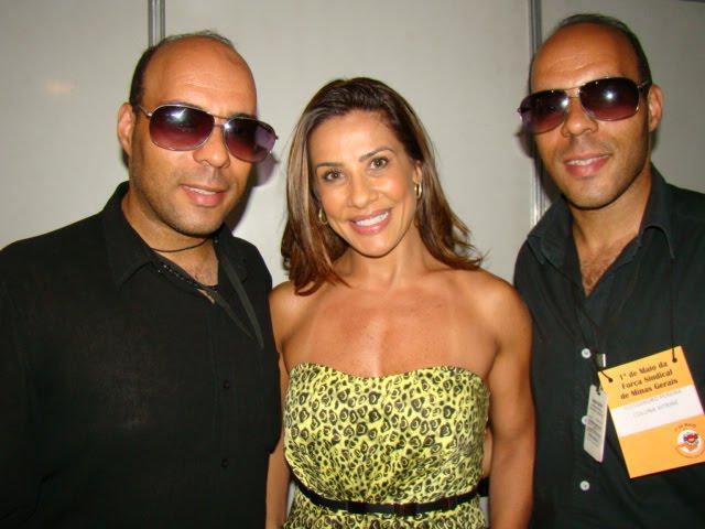 SHEILA CARVALHO E GEMEOS MAQUIADORES