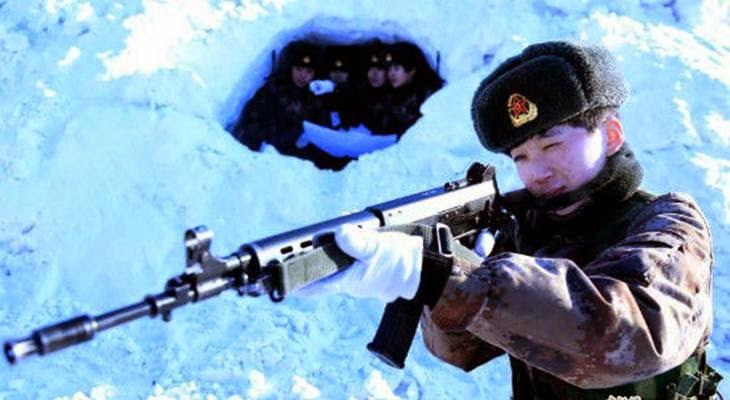 Latihan Keras Tentara Wanita China Ditengah Salju